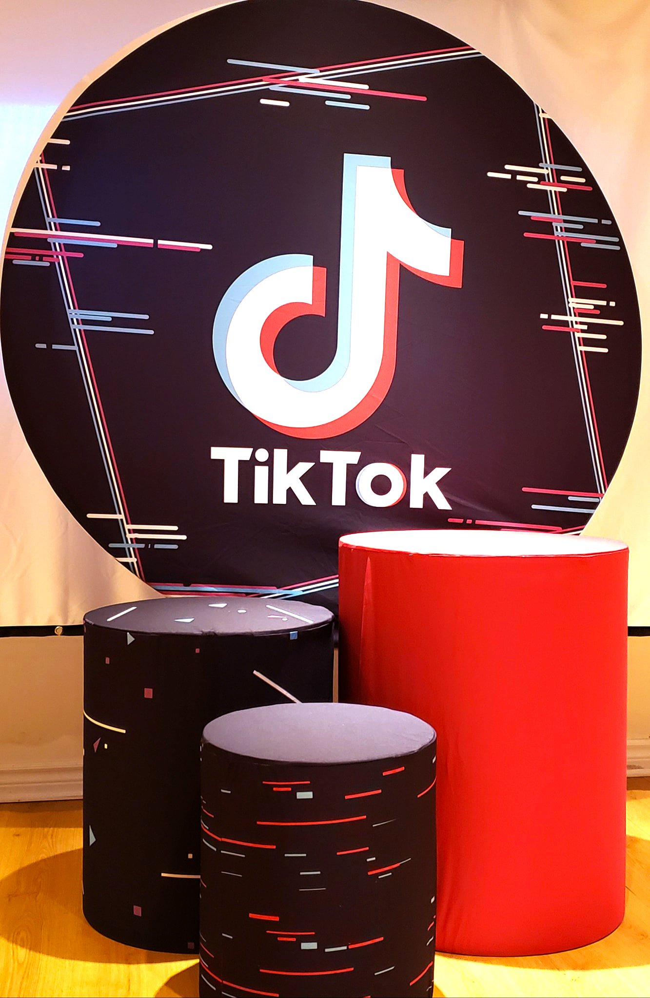 tiktok-party-decor